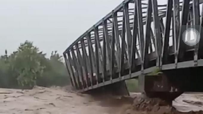 dari Makanan Hingga Perahu Kemensos Salurkan Bantuan buat Korban Banjir Bandang di Bima