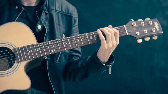 Diri Ini Telah Lama Menanti Menantimu Tuk Memeluk Chord Gitar Penantian – Last Child dari Kunci D