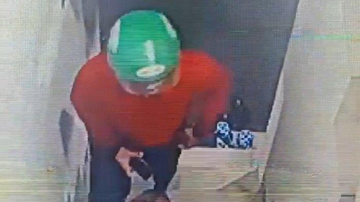 Pria Berjaket Merah Terekam CCTV Menaiki Tangga Homestay Perempuan Tewas Tanpa Busana di Kamar